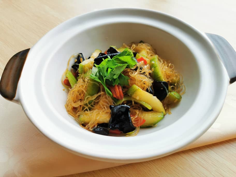 Claypot Vermicelli with Courgette