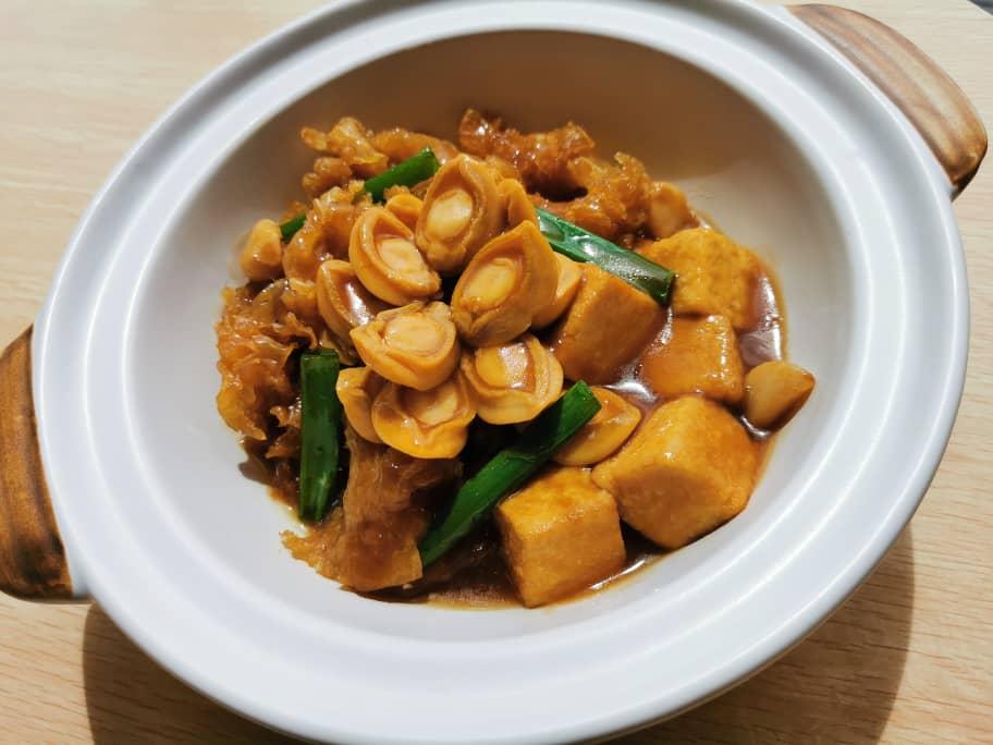 Claypot Beancurd with Abalone & Fish Maw